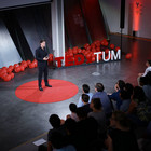 Hendrik Dietz, Professor of Biomolecular Nanotechnology, during his TEDxTUM lecture. Picture: V. Braun (TEDxTUM)